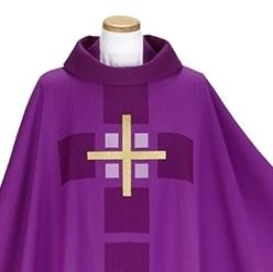 Kaseln in der liturgischen Farbe violett