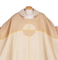 Kaseln in der liturgischen Farbe weiß