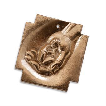 """Bronzekreuz """"Kind in seiner Hand"""""""