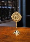 Reliquiar in moderner Form, vergoldet